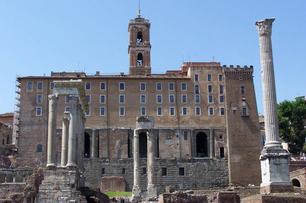 Colonnes ruines Basilique Julia