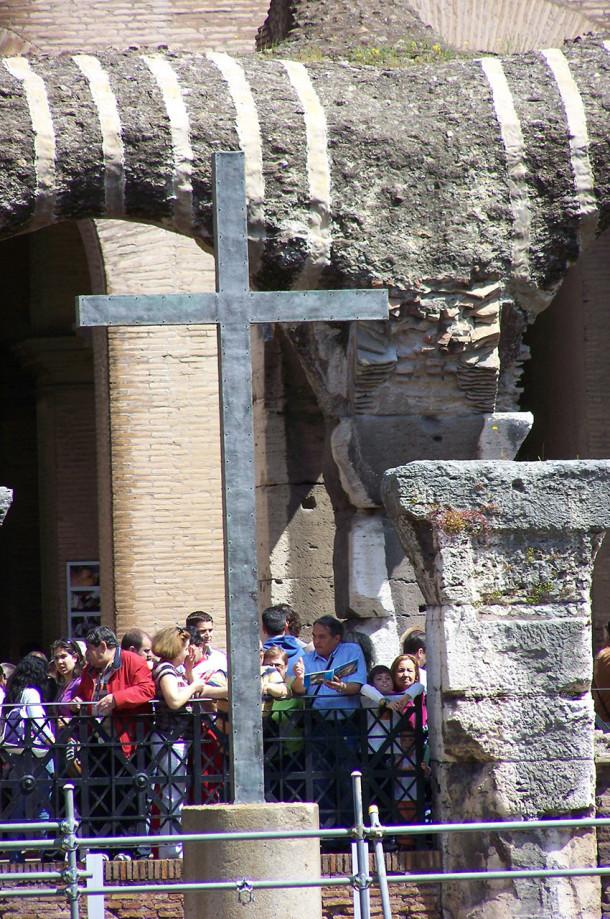 L'arrivée du chemin de croix au Colisée