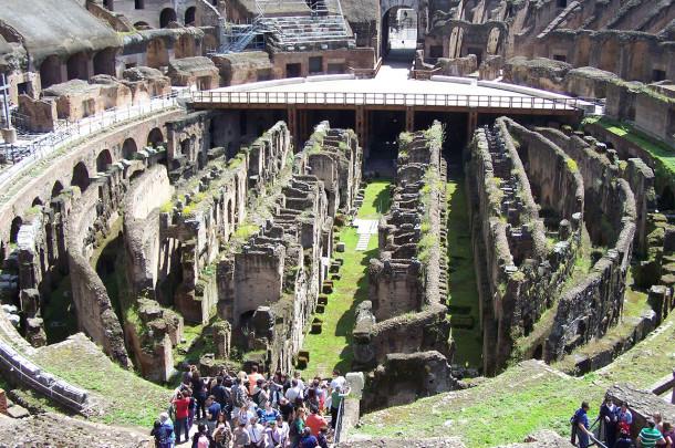Galeries sous plancher de l'arène Colisée