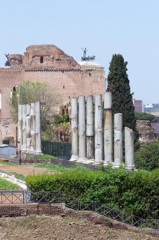 Des colonnes Via dei Fori Imperiali