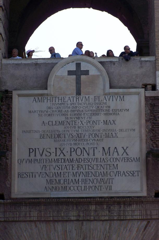 Inscription en l'honneur de Pie IX, au Colisée