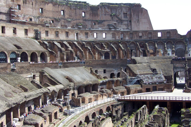 Intérieur Colisée, gradins arène