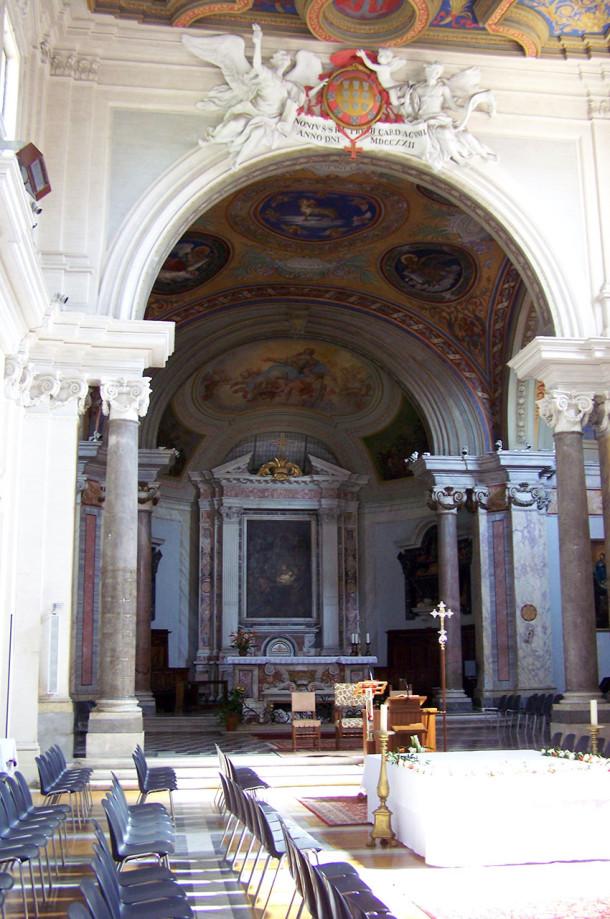 Nef et autel de l'église Sainte-Anastasie
