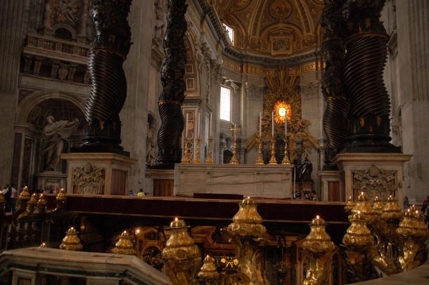 Autel de la basilique Saint-Pierre de Rome