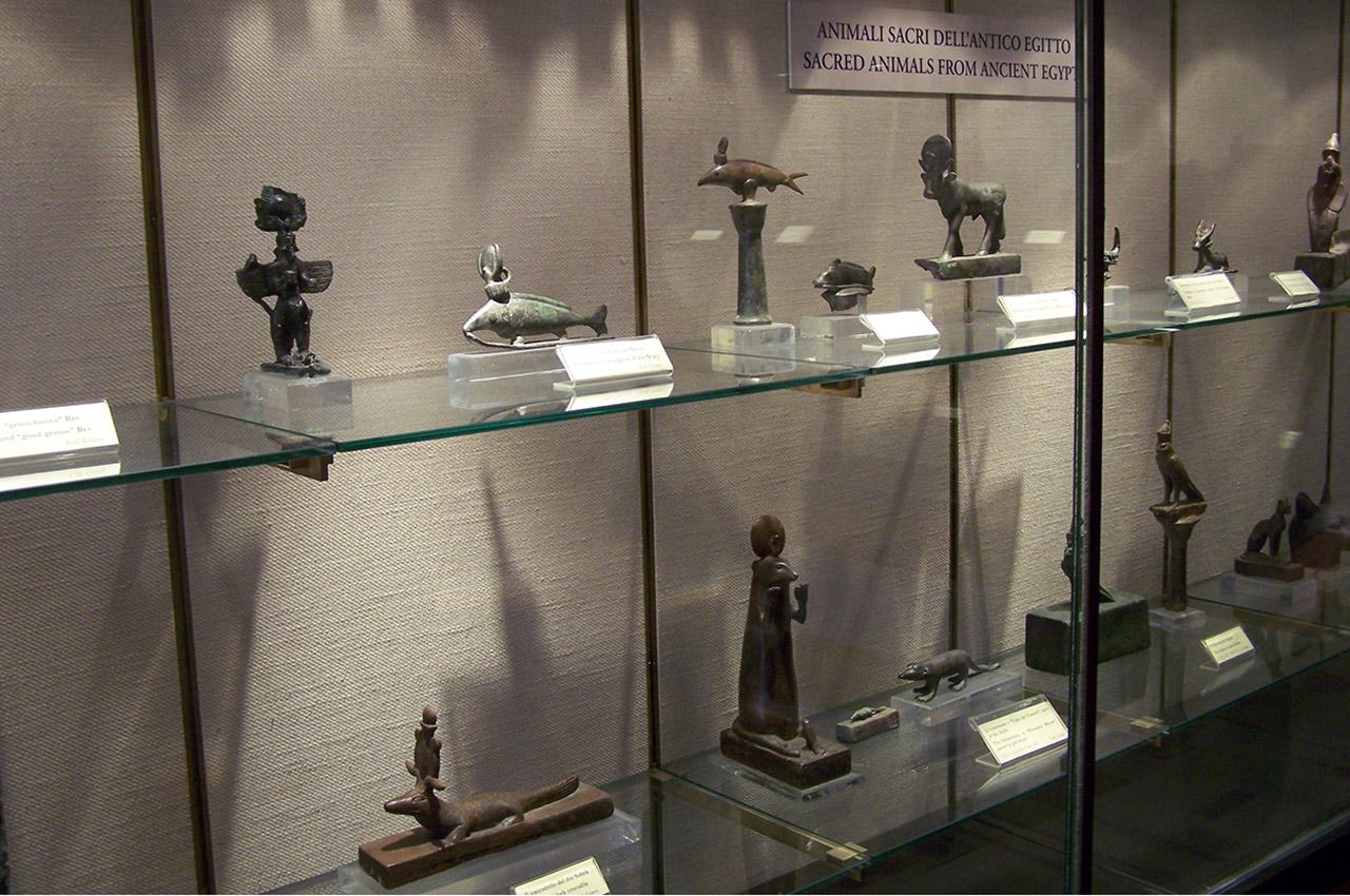 Figurines d'animaux sacrés
