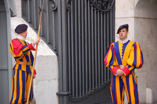 La garde suisse et ses célèbres uniformes