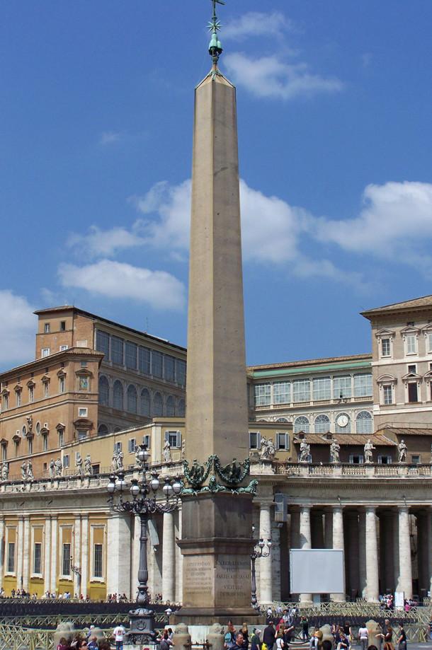 L'obélisque Place Saint-Pierre de Rome