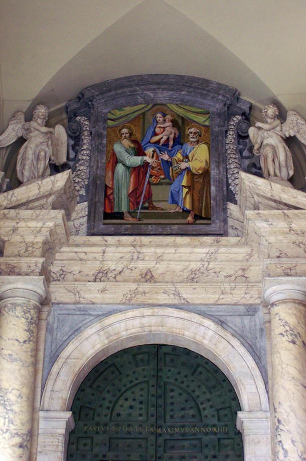 Peinture sur une porte de la basilique