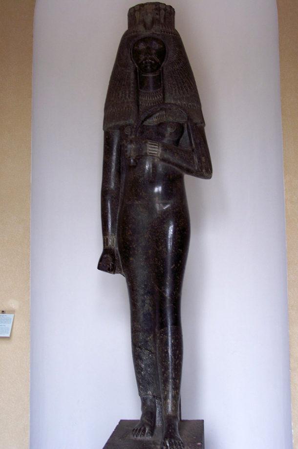 Statue de la reine Touy