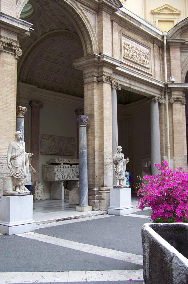 Statues dans la cour intérieure