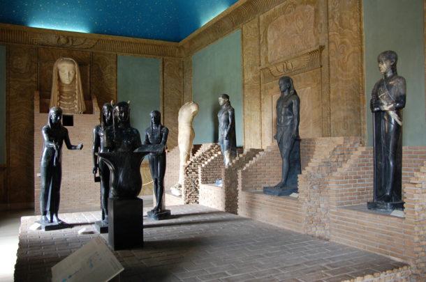 Statues en l'honneur de Serapis et Osiris