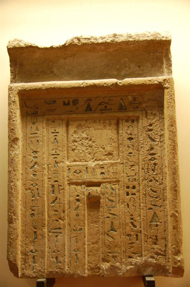 Stèle funéraire en 'fausse porte' de Iri