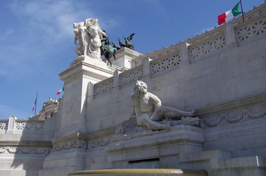 Fontaine devant le monument à Victor Emmanuel II