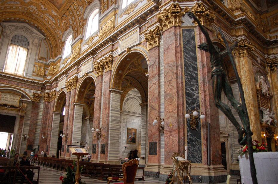 Intérieur de la Basilique Saint Ambroise Saint Charles