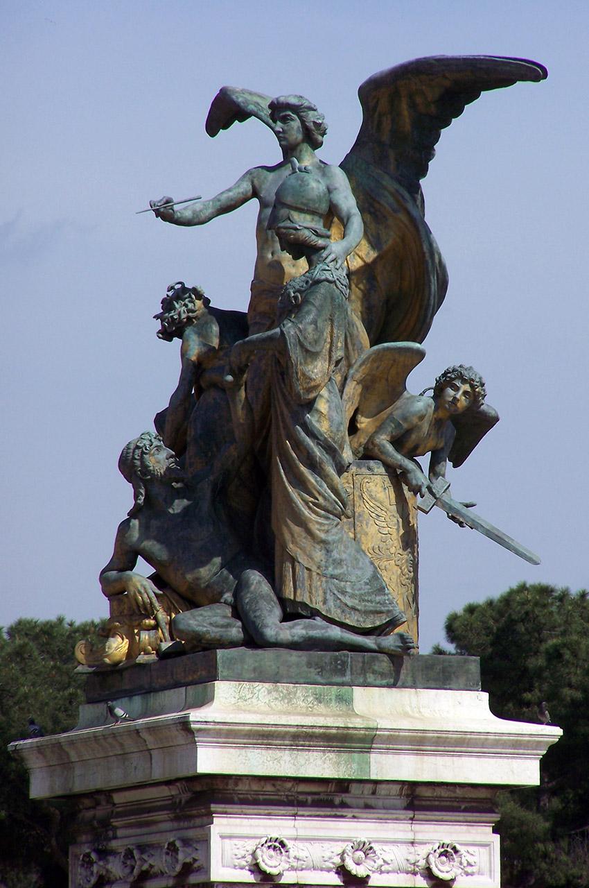 Statue Piazza Venezia