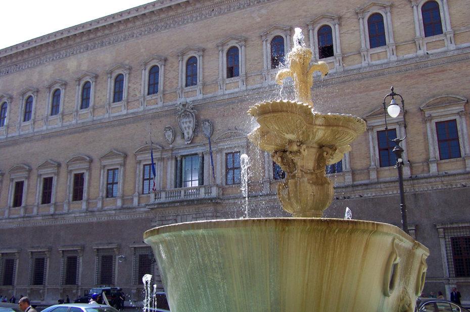 La Place Farnèse à Rome