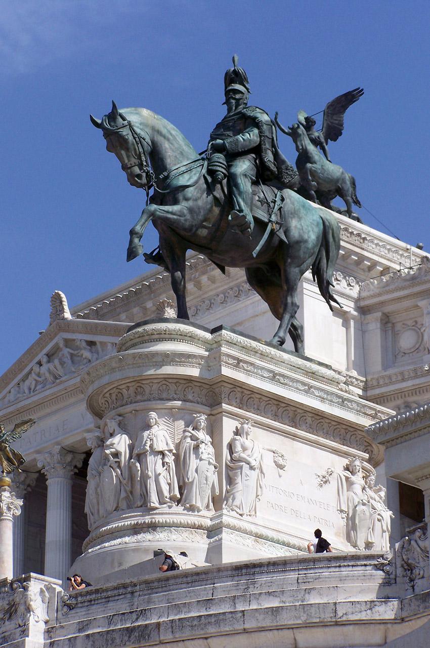 Cavalier en bronze devant le Vittoriano