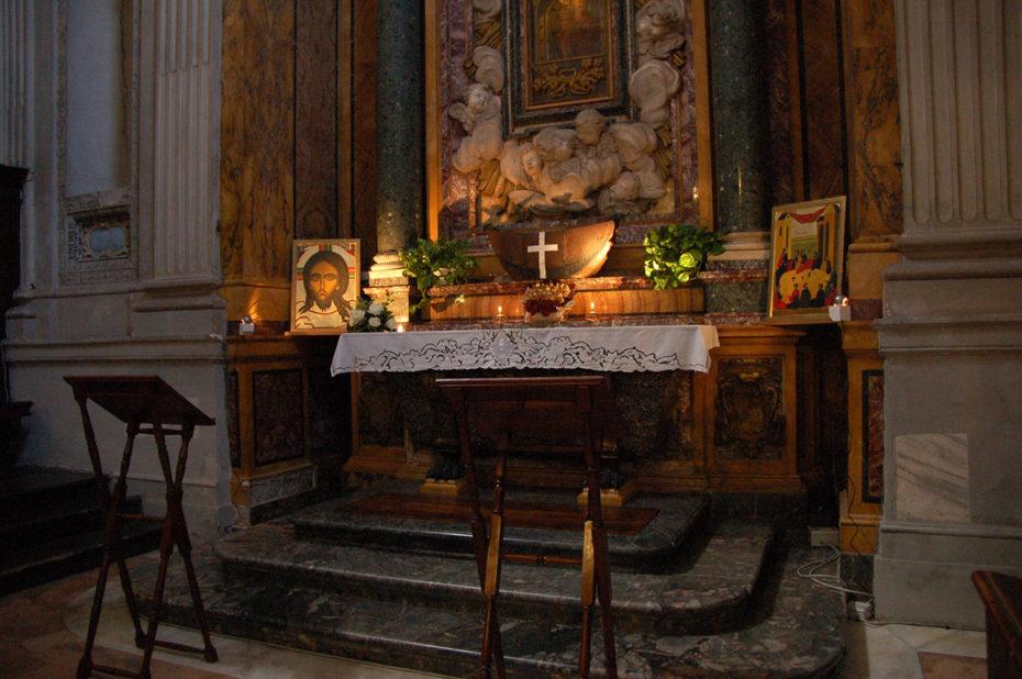 Un autel richement décoré