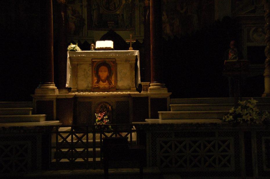 L'autel principal de la basilique