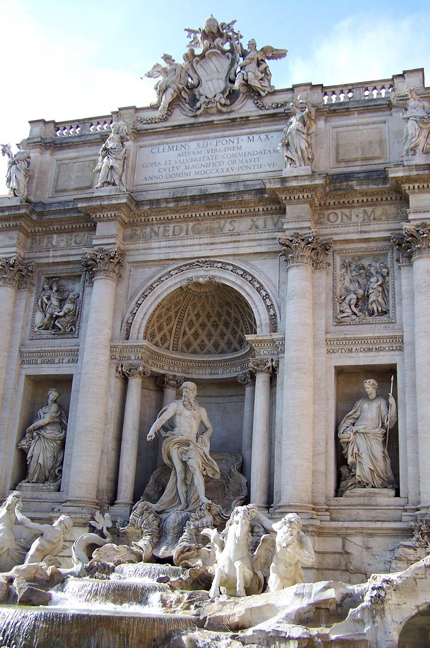 Neptune au centre de la fontaine de Trevi