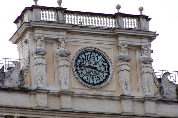 Horloge du bâtiment de Il Tempo