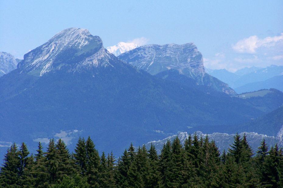 Les montagnes face aux crêtes de la Molière