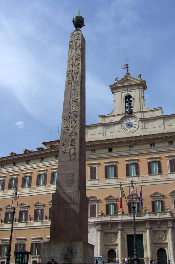 Obélisque du Montecitorio, devant le Parlement