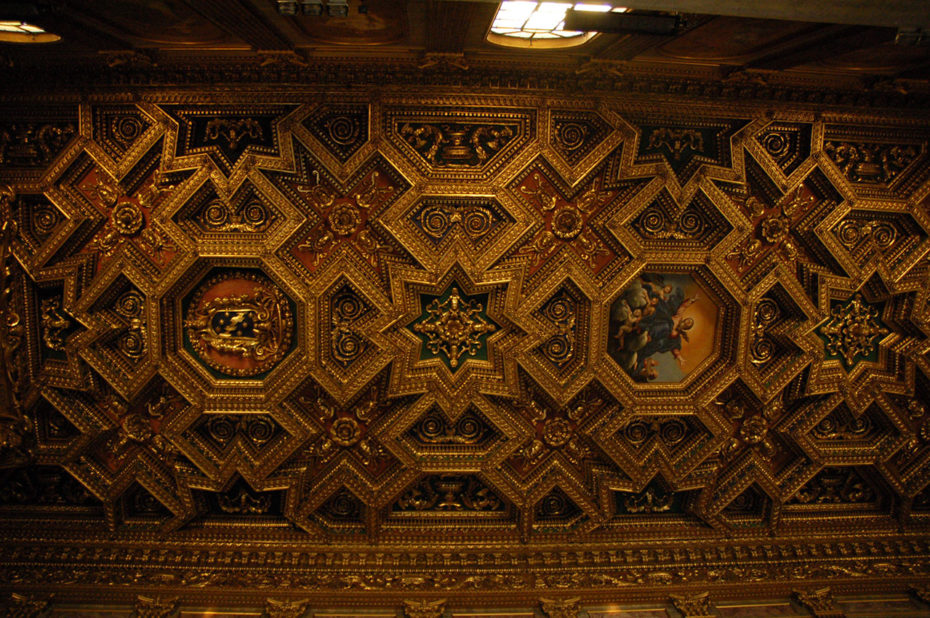 Plafond doré dans l'église Santa Maria in Trastevere