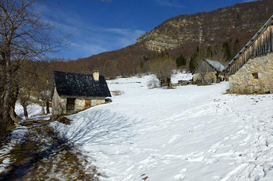 Les granges de Joigny sous la neige
