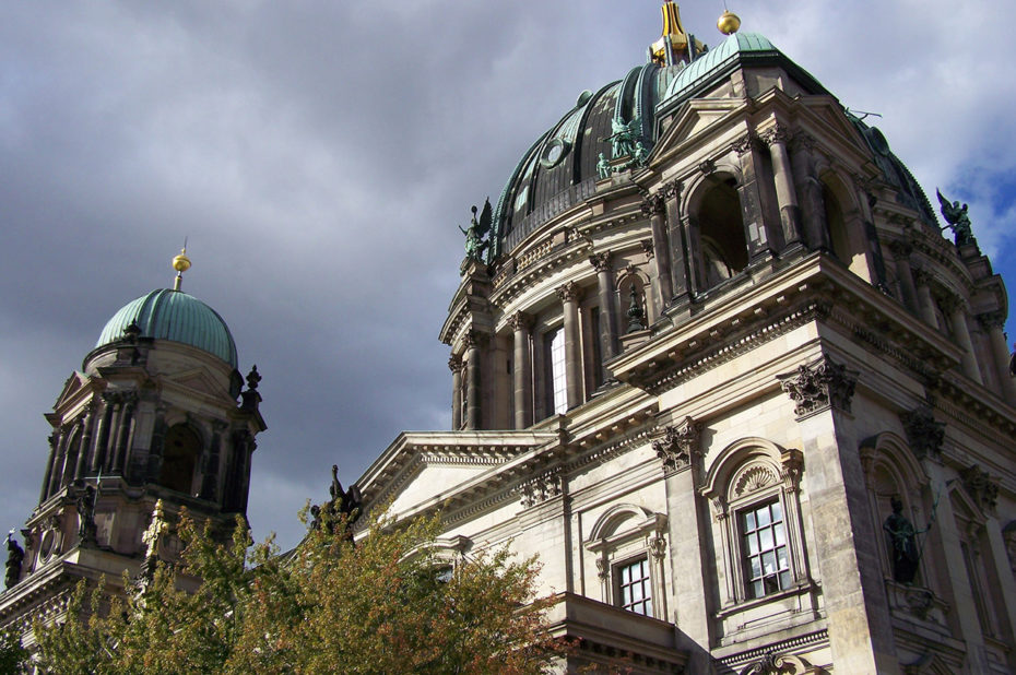 Le Berliner Dom sous un ciel menaçant