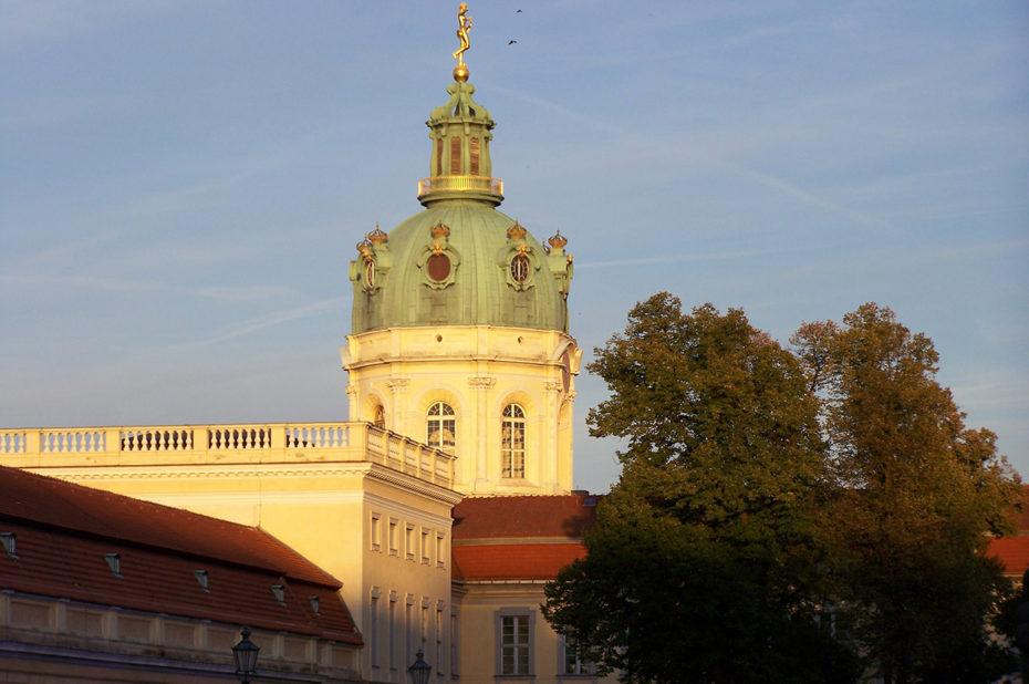Le château de Charlottenburg éclairé par le soleil