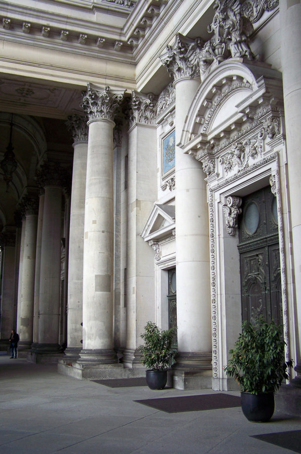 Une des portes du Berliner Dom