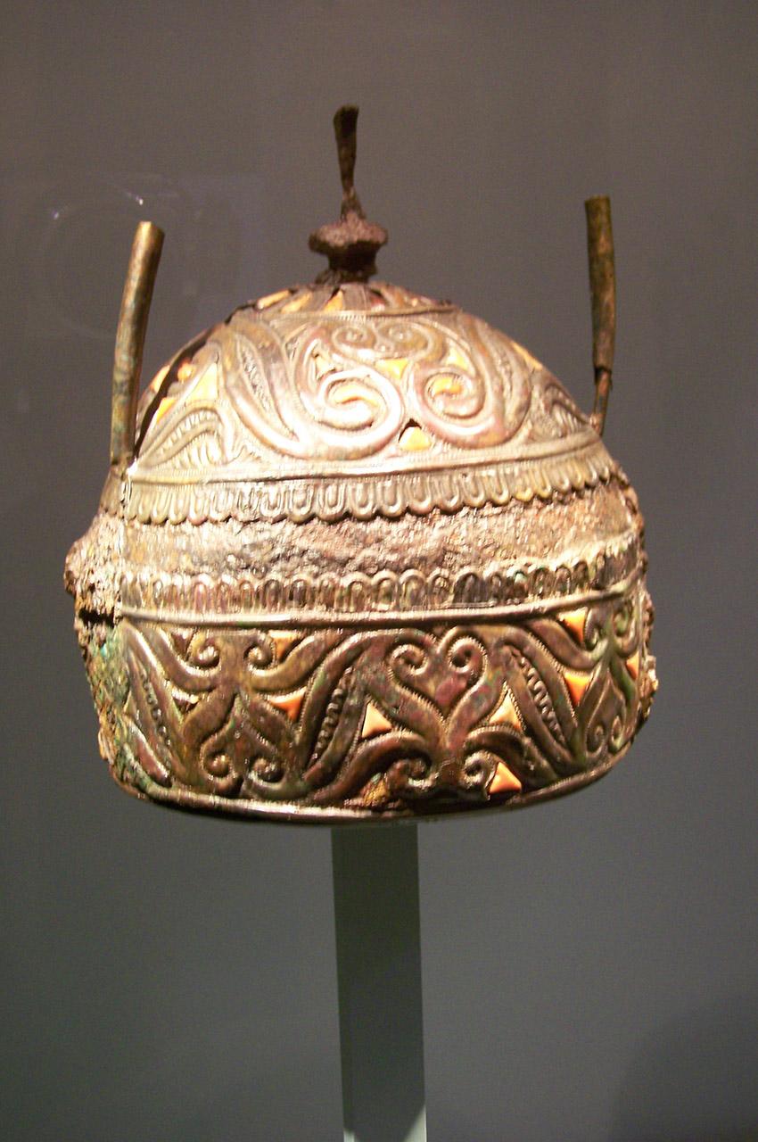 Casque celtique en fer et corail