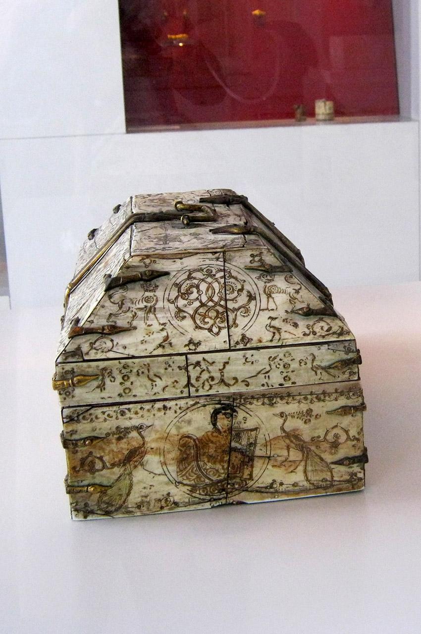 Un coffre ancien, bien conservé