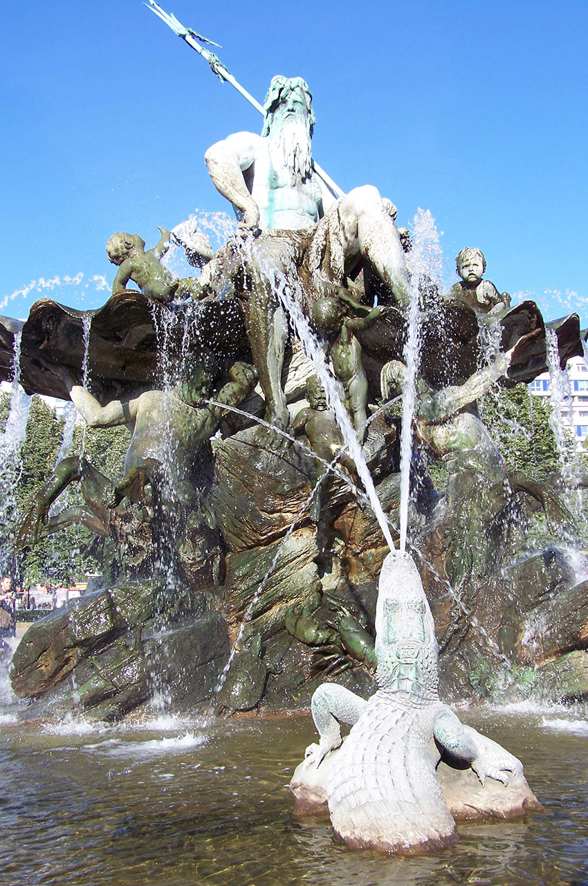 Un des crocodiles de la fontaine