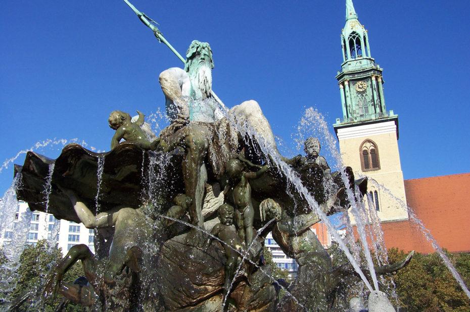 La fontaine de Neptune et l'église Sainte-Marie