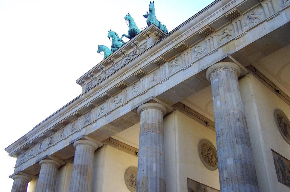 La porte de Brandebourg possède 12 colonnes doriques