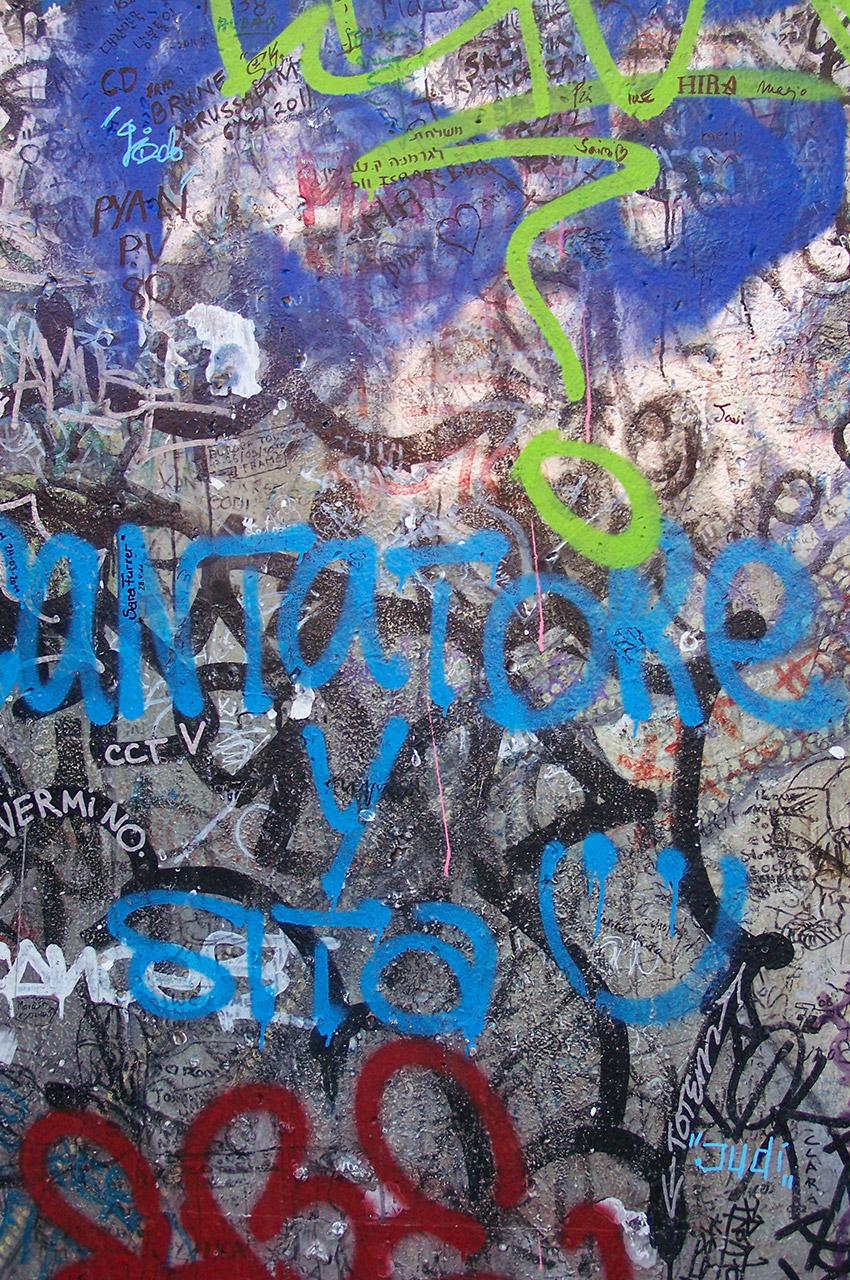 Graffitis sur les restes du Mur de Berlin