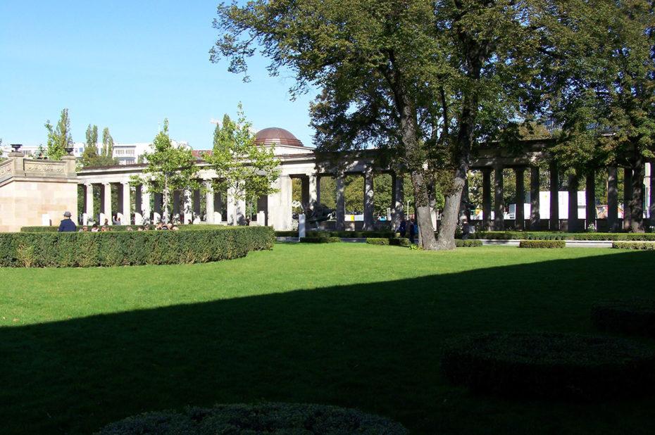 Jardins et colonnades sur l'île aux Musées