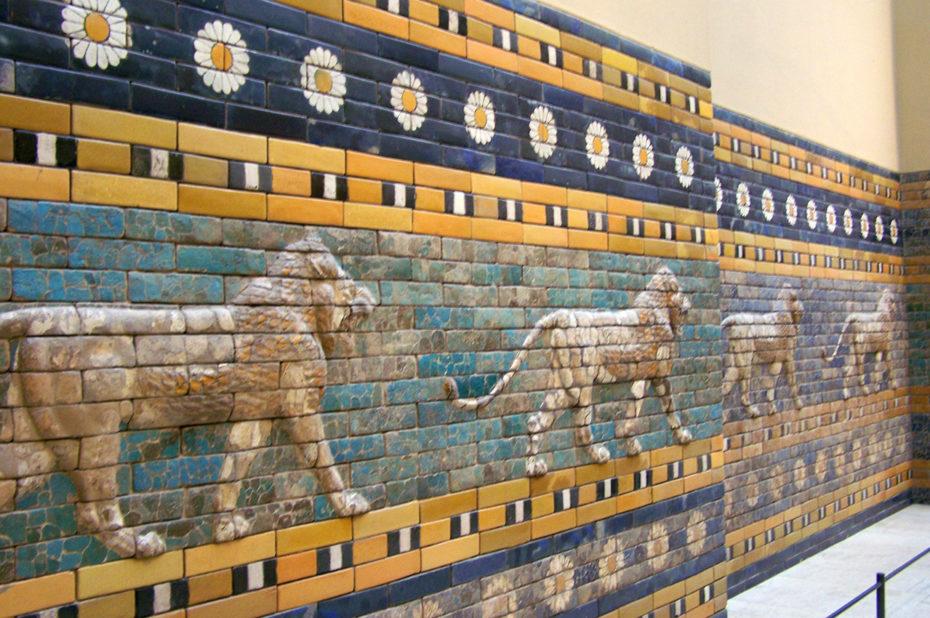 Les lions de l'allée processionnelle vers la porte