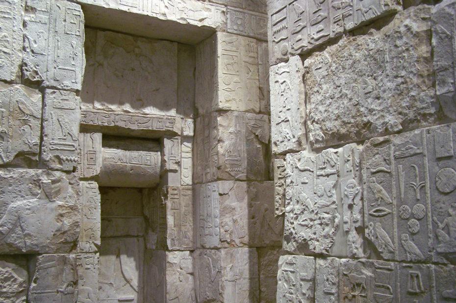 À l'intérieur du mastaba de Merib