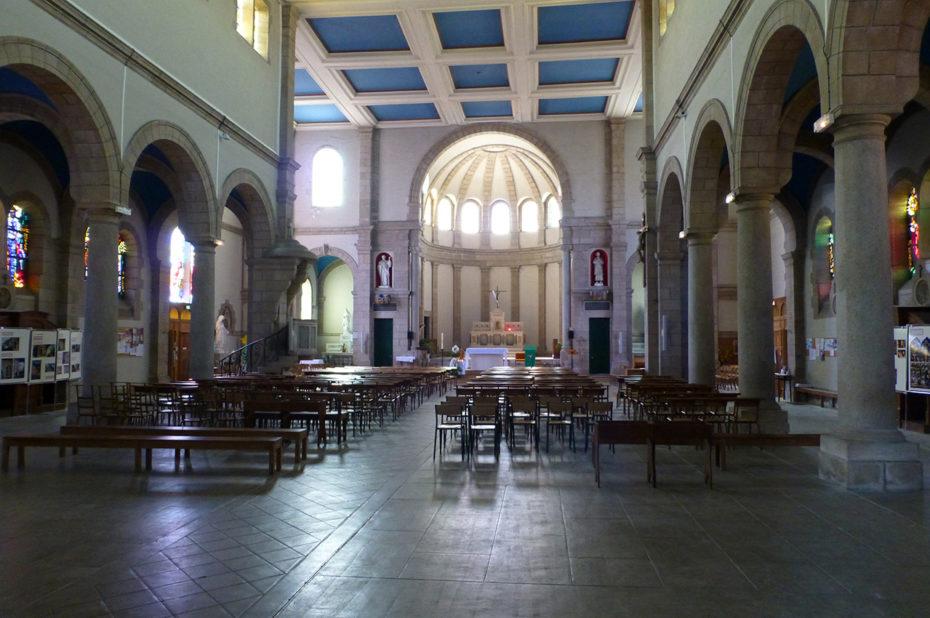 Nef et chœur de l'église Saint-Joseph