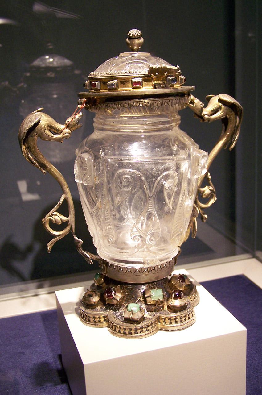 Pichet en cristal, or et pierres précieuses