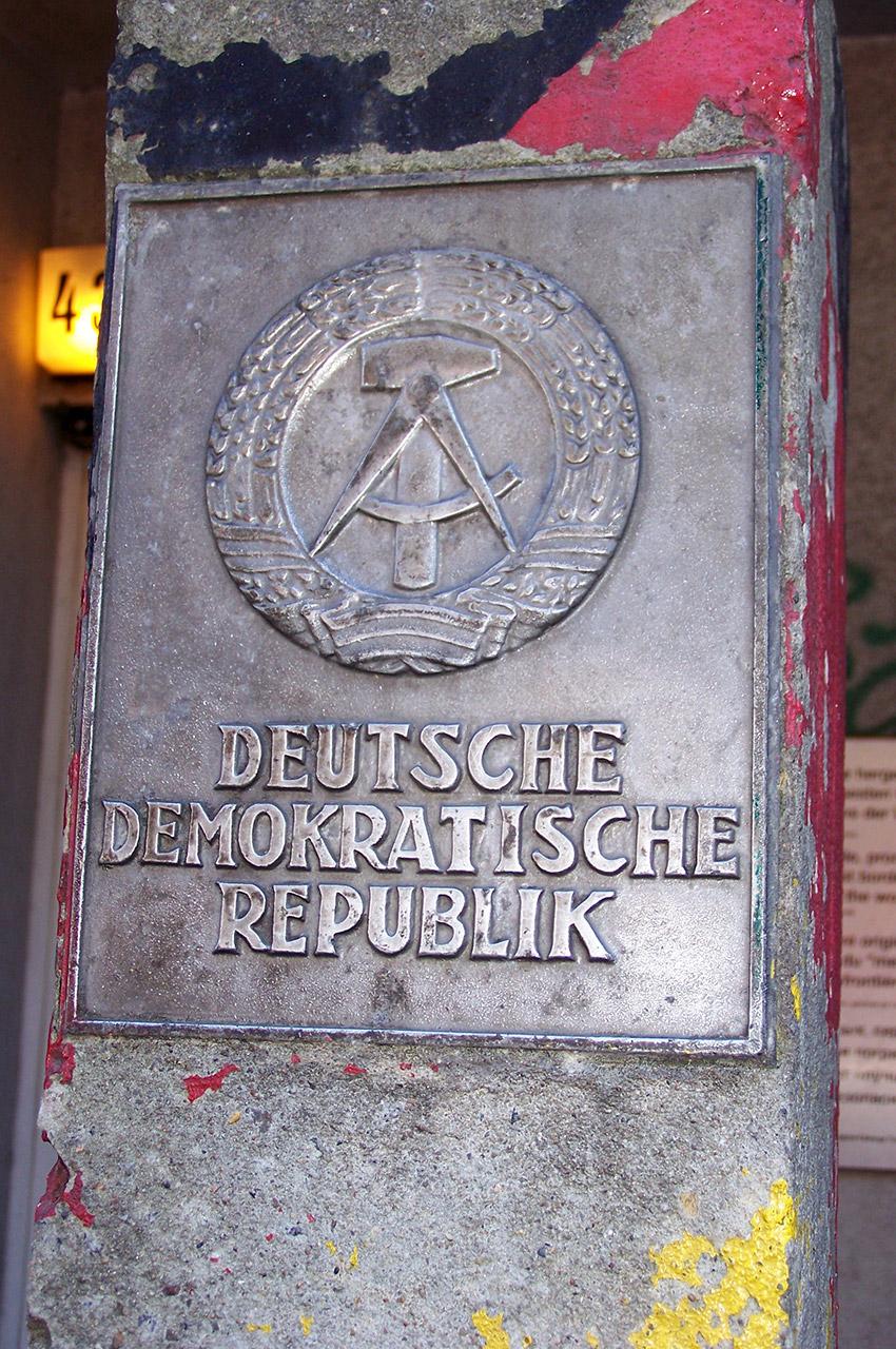 """Plaque """"Deutsche Democratische Republik"""""""
