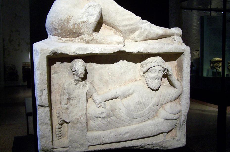 Sculpture représentant un homme et un enfant