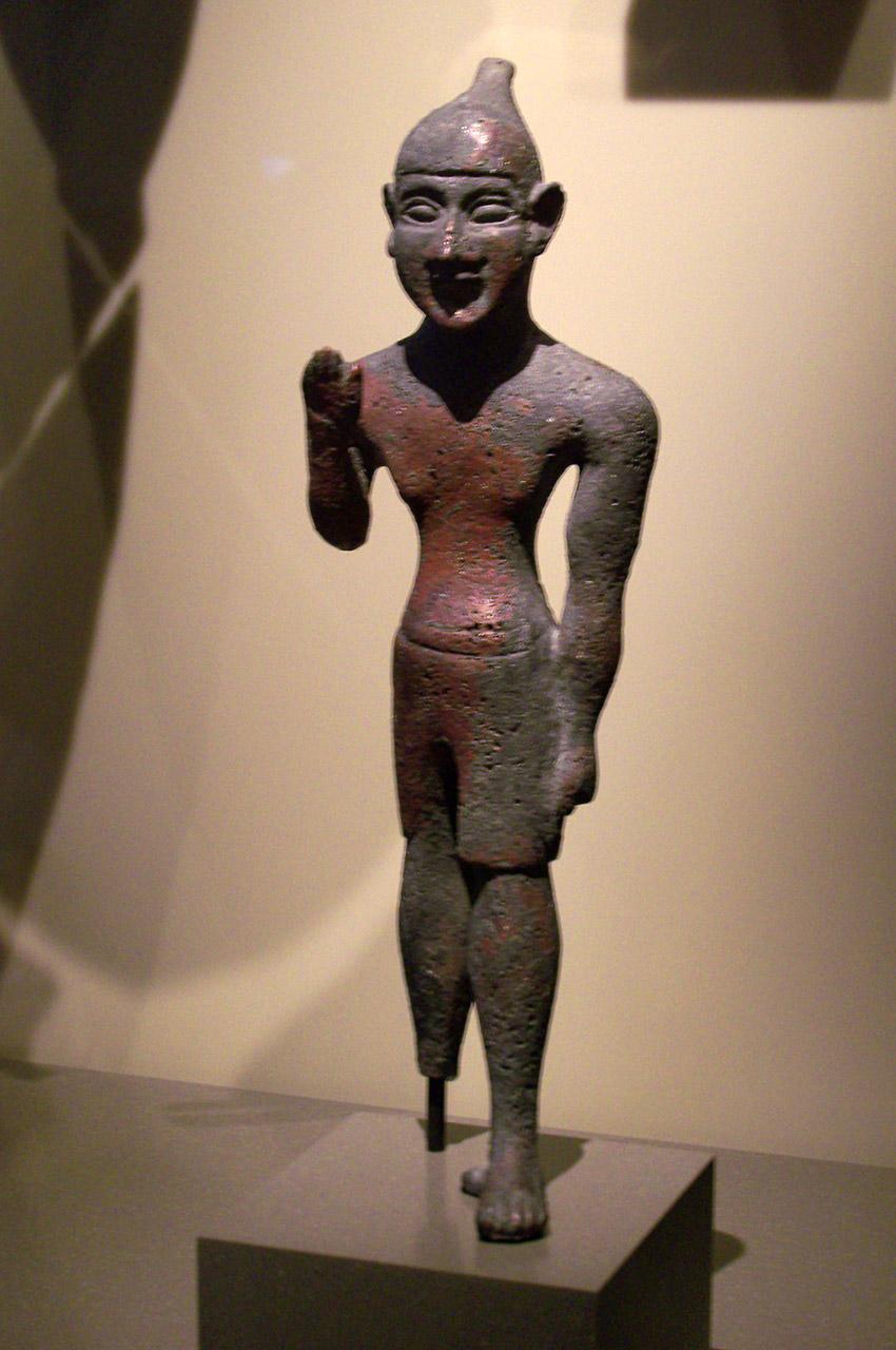 Statue d'un homme à la jambe de bois