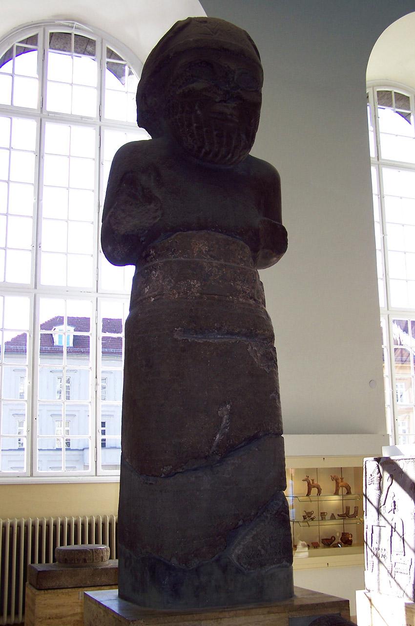 Statue monumentale du dieu Hadad