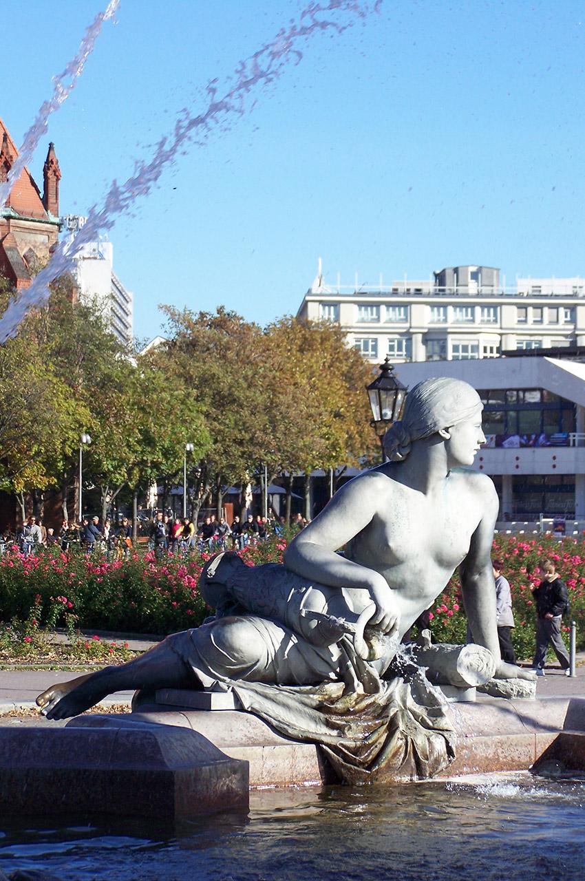 Statue nue symbolisant un des quatre fleuves