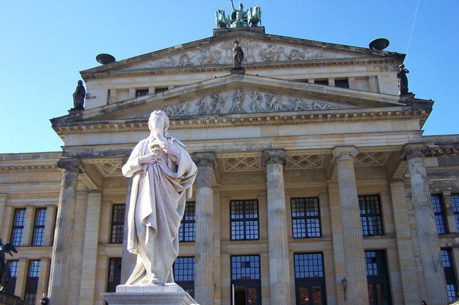 Statue de Schiller devant le Konzerthaus