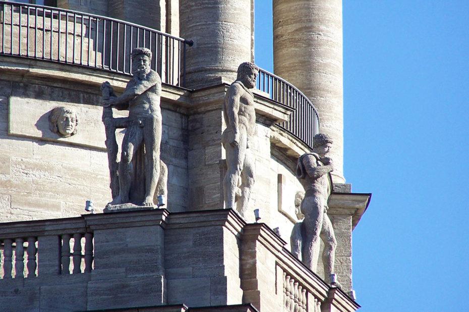 D'autres statues sur l'Ancien Hôtel de Ville